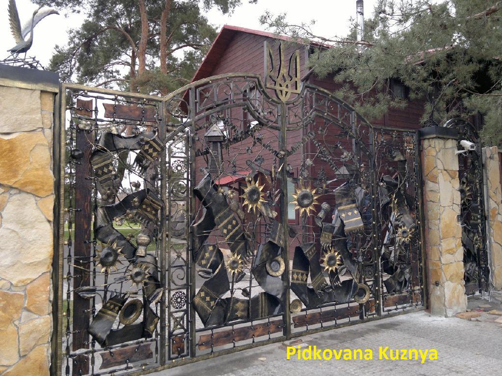 Кованые ворота калитки от компании