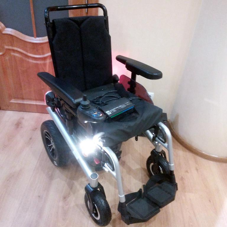 Инвалидная новая дорожная коляска с электроприводом Артем-220