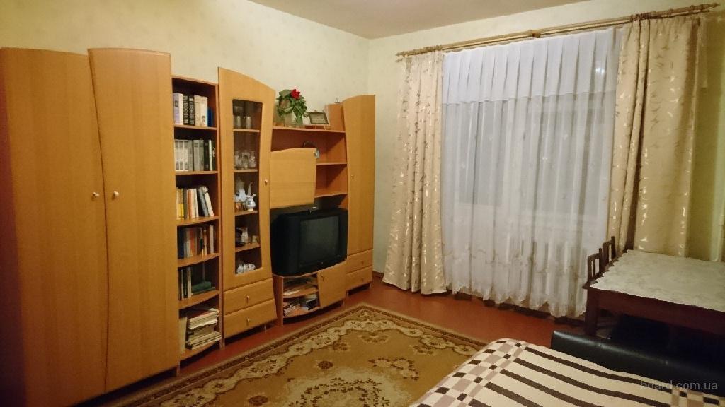 Сдам комнату с балконом  1 девушке м Святошино ул жмеринская