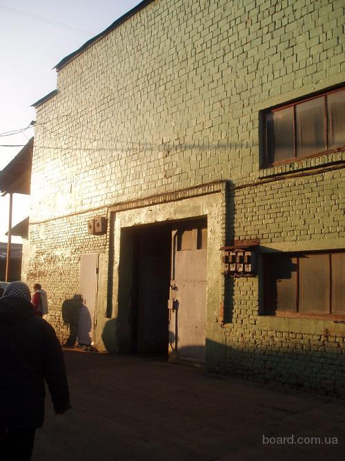 Сдаются склады. ст.м. Левобережная. С отоплением 420 м.кв. - капитальный, сухой, ровный бетонный пол, широкие ворота (4 х 4 м.), высота 7 м.