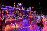 новогодняя иллюминация для дома, оформление фасада дома, гирлянды, продажа светодиодных гирлянд в киеве