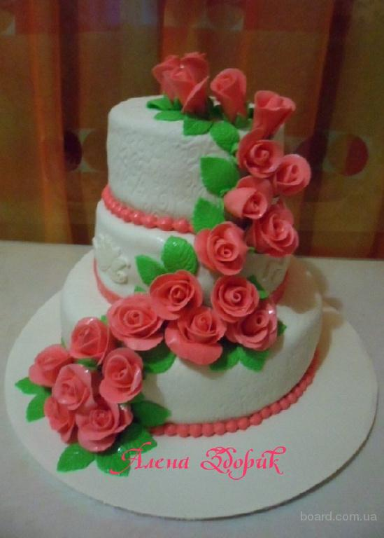 Свадебный 3-х ярусный торт с каскадной веткой роз