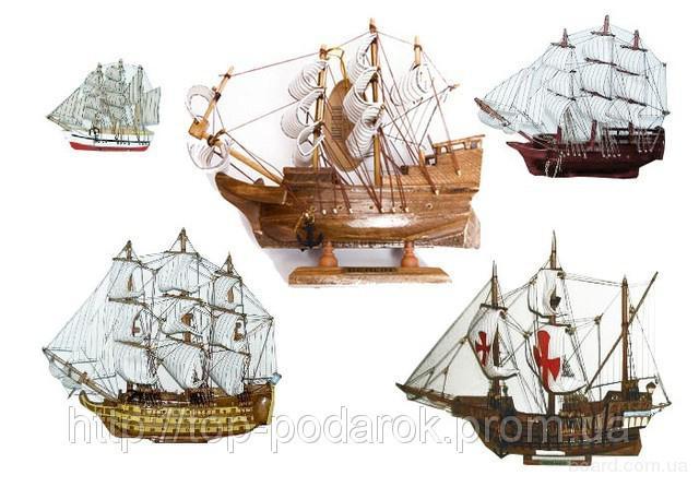 Сувенирная модель старинного корабля