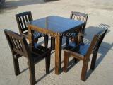 Столы, стулья деревянные.