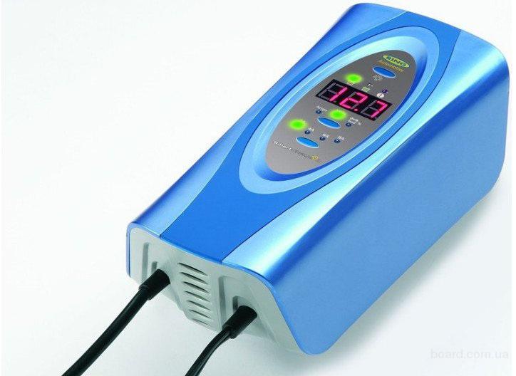 Умное зарядное устройство для автомобильного аккумулятора.