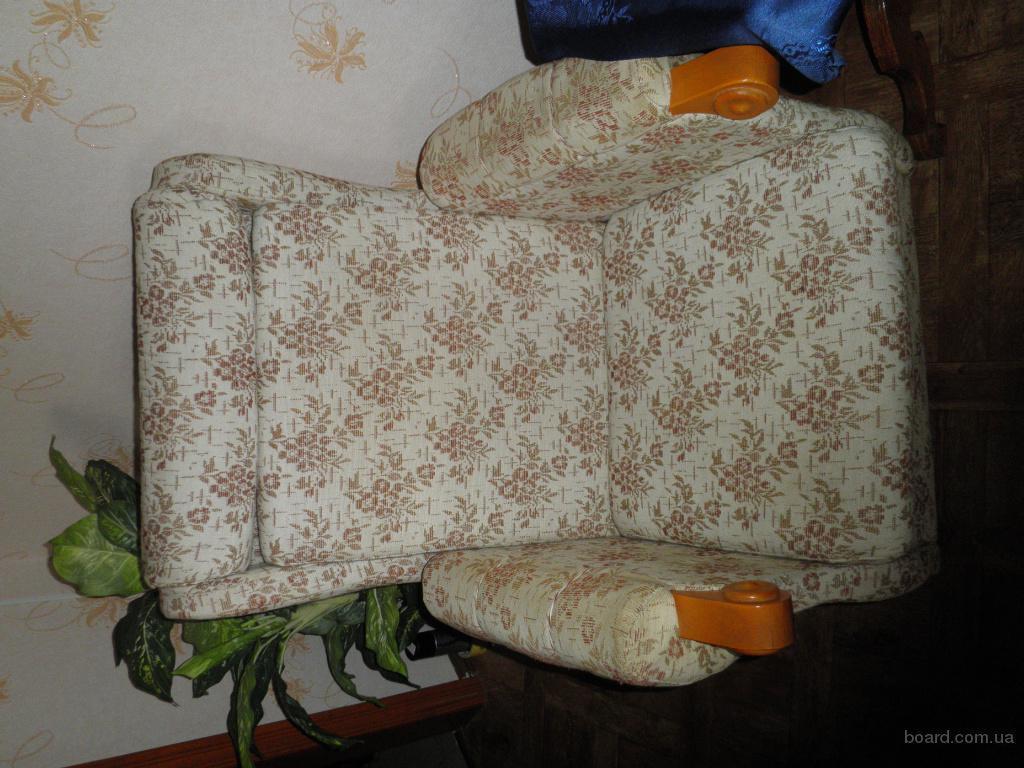 Продам диван-книжка и два кресла