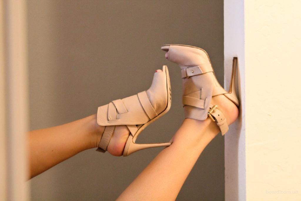 Сток — обувь микс Inditex (Zara, Massimo Dutti, Stradivarius, Bershka) . Кожа. 20 кг. Цена 20 €/кг.
