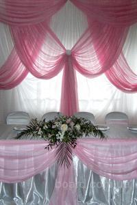чехол на стул аренда в Киеве,скатерть на стол прокат в Киеве,аренда юбки на свадебный стол