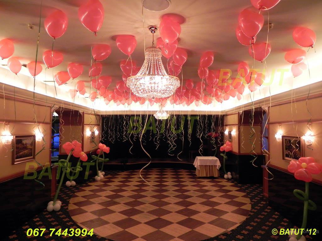 Оформлення повітряними кульками, святкове оформлення