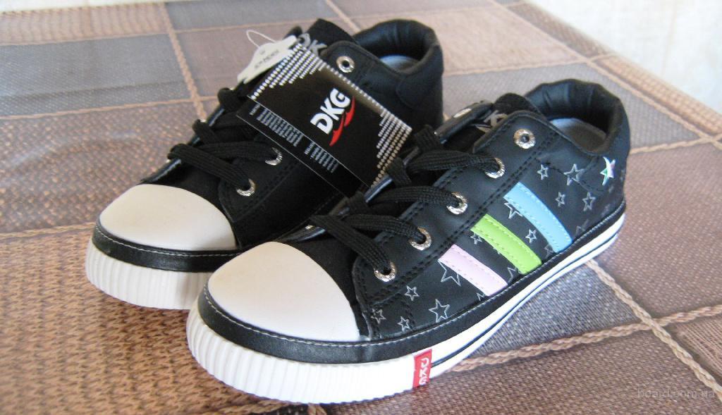 Распродажи фирменной обуви и одежды.