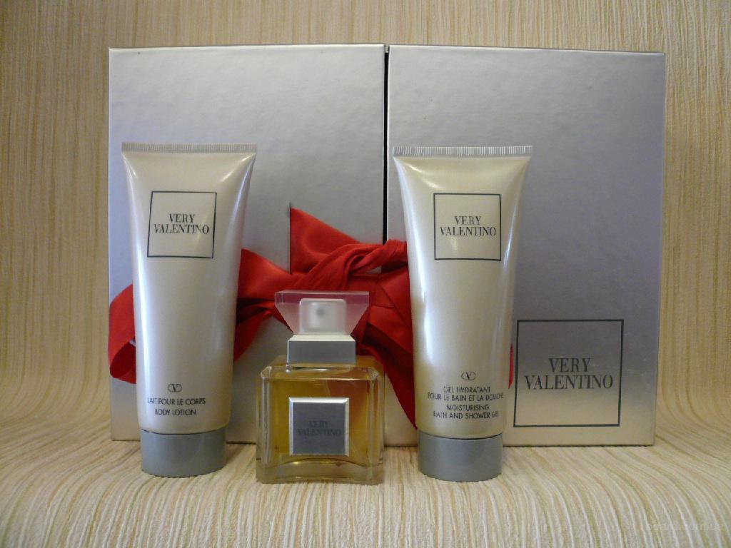 Valentino - Very Valentino (1998) - набор (edt 50ml + sg 100ml + bl 100ml) - оригинал, раритет