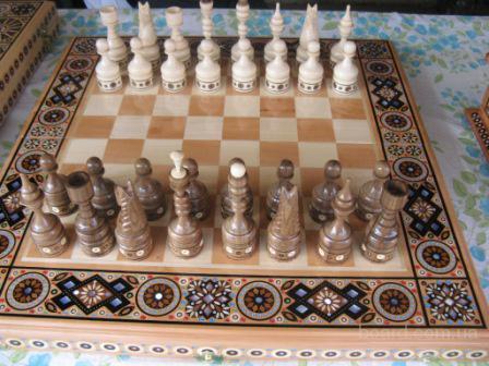 Предлагаем нарды и шахматы мелким оптом.