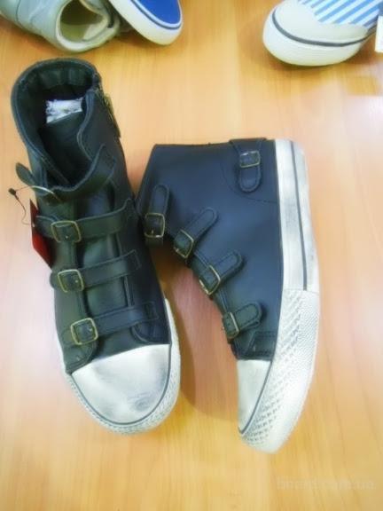 Микс спортивной обуви Sport Mix (Blend). Лот 15 кг по 19,50 евро/кг.
