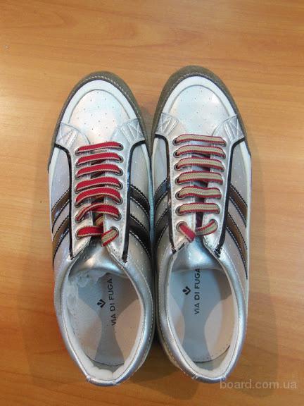 Обувь Спорт вес. Лот 15 кг по 19,50 евро/кг.
