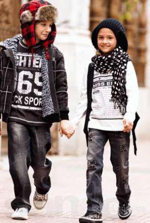 Модная одежда сток для детей и взрослых