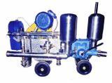 Дозатор, поршневой насос, для дозирования жидкостных ингредиентов в потоке
