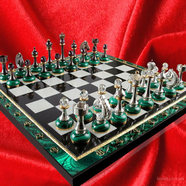 Лучший подарок-шахматы из малахита.
