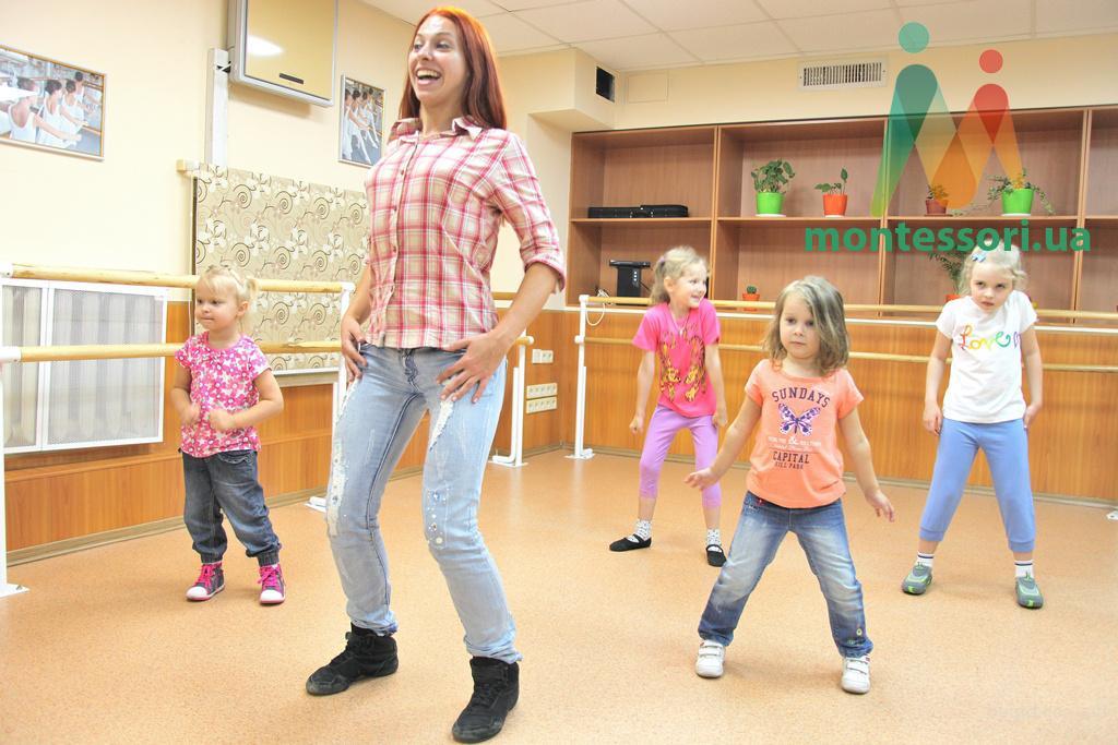 """Студия современных танцев для детей и взрослых """"Монтессори центра"""""""