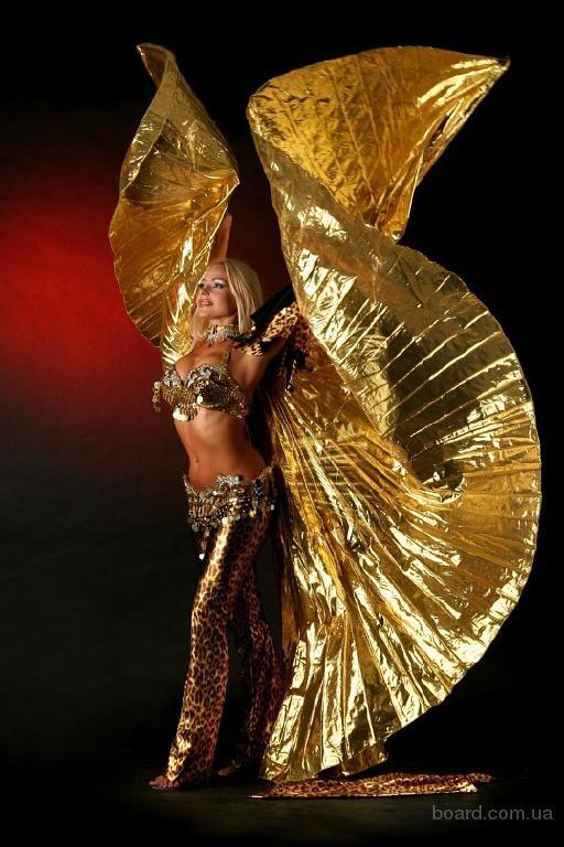 Шоу програма  -  танці з крилами, війлами, свічками.