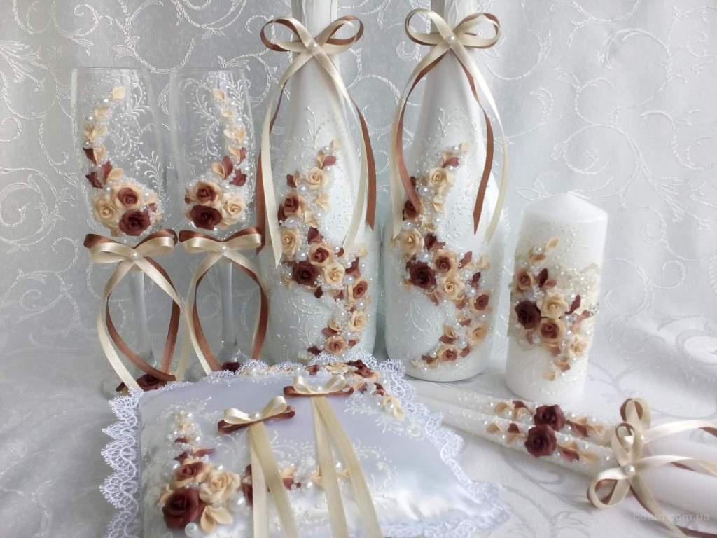 Свадебные аксессуары: бокалы, шампанское, подушки, свечи, казна и др.