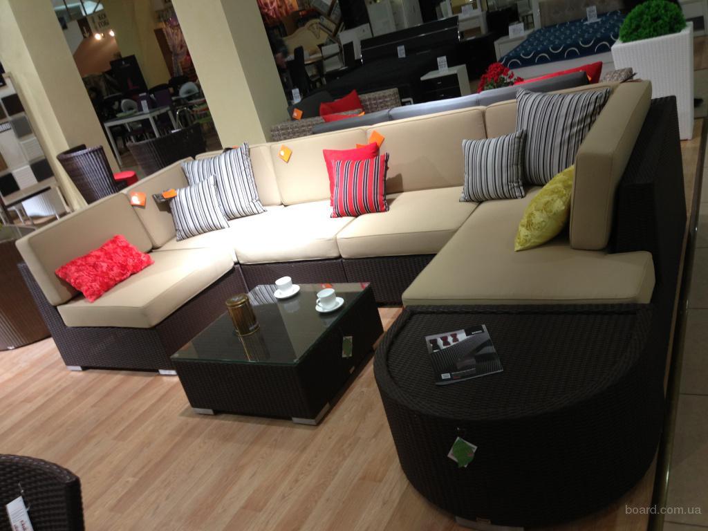 Модульный диван из ротанга