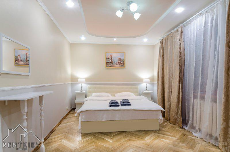 Трехкомнатная квартира посуточно Киев с двумя спальнями на бул Леси Украинки 12