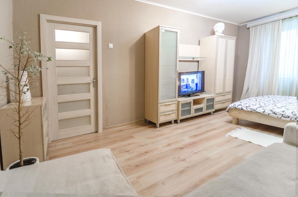 Однокомнатная квартира посуточно Киев на ул. Маложитомирская