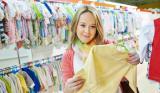 Как выбрать одежду для малыша в подарок: простые и полезные советы