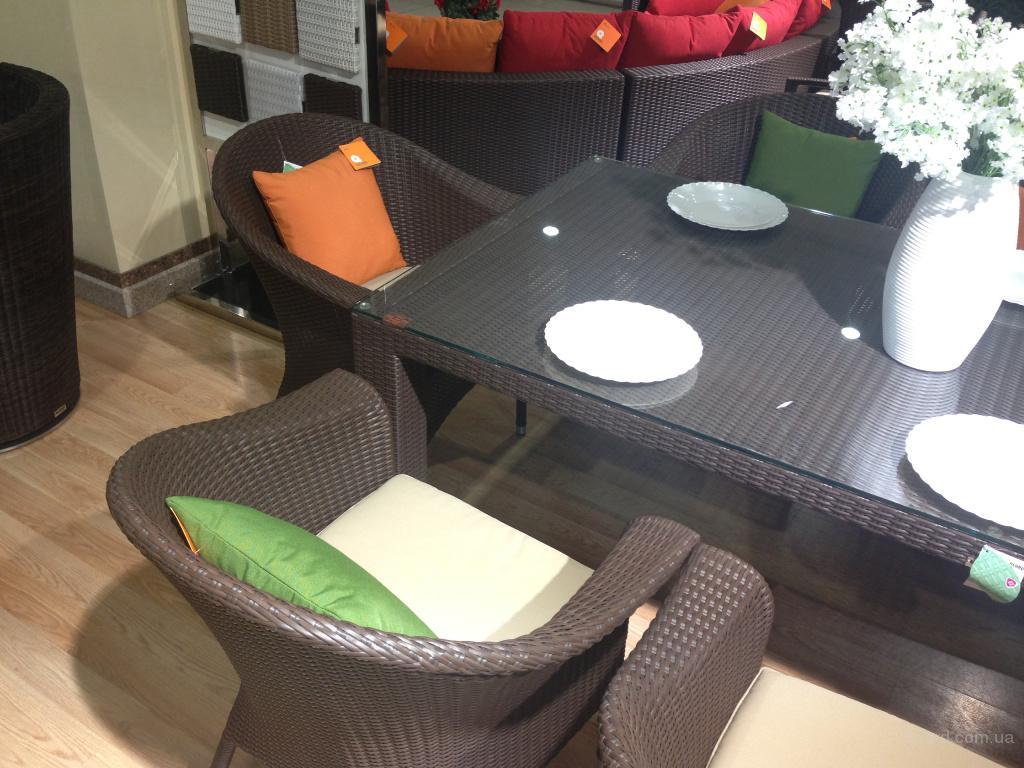 Mazuvo стол из ротанга