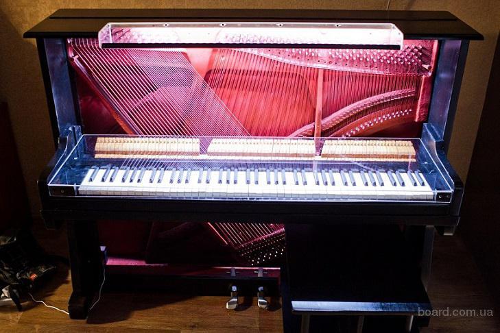 Оригинальный рабочий стол из пианино