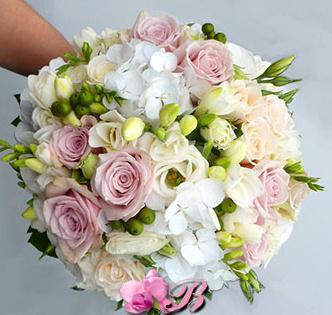 букеты, цветочная арка на прокат, оформление цветами, цветы на свадьбу