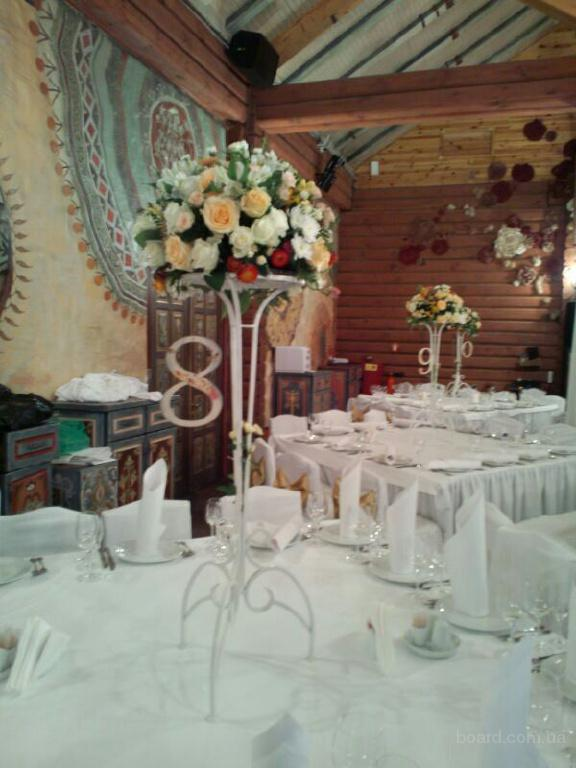 Аренда конделябров, стойки с цветами, букеты, арка на свадьбу