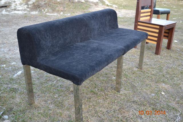 продам удобные велюровые диваны б/у черного цвета на хромированных ножках для кафе, бара, ресторана.