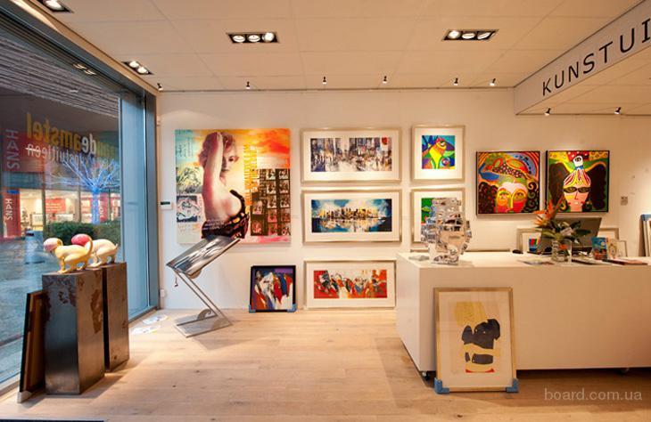 Как профессионально повесить картины, фотографии, постеры в квартирах и офисах