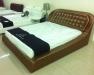 Кровать бронзового цвета