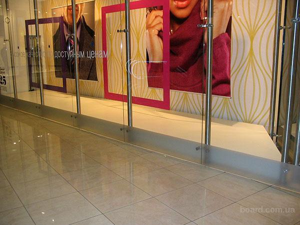 мебель для магазинов, прилавки и тумбы, витрины со стеклом, подиумы