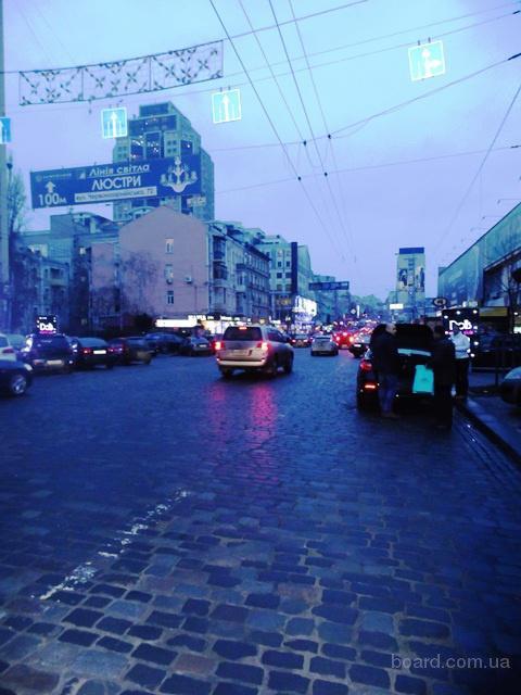 Центр Киева аренда фасадного магазина, помещения, бутика   метраж  200 кв. м.  цена 60 у. е. за кв. м.  ул. Красноармейская