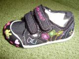 Взуття для дівчинки в садочок