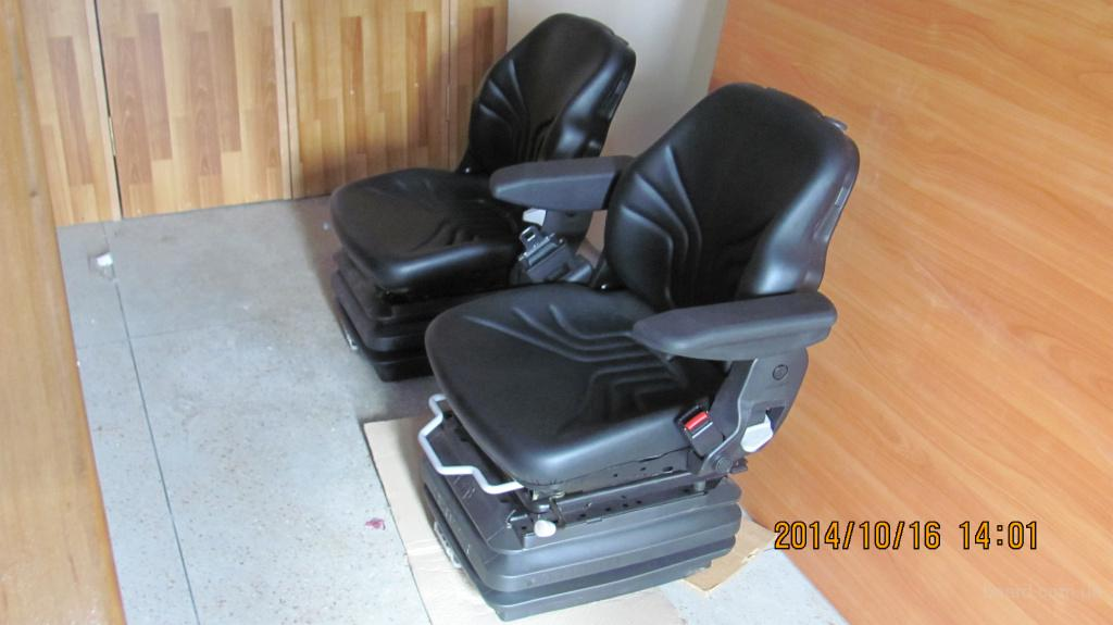 Итальянское тракторное кресло на все модели МТЗ комплектация 3