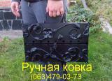 Мангал-чемодан с кованными украшениями.