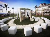Пуфы, стулья, арка для свадебной церемонии в Полтаве