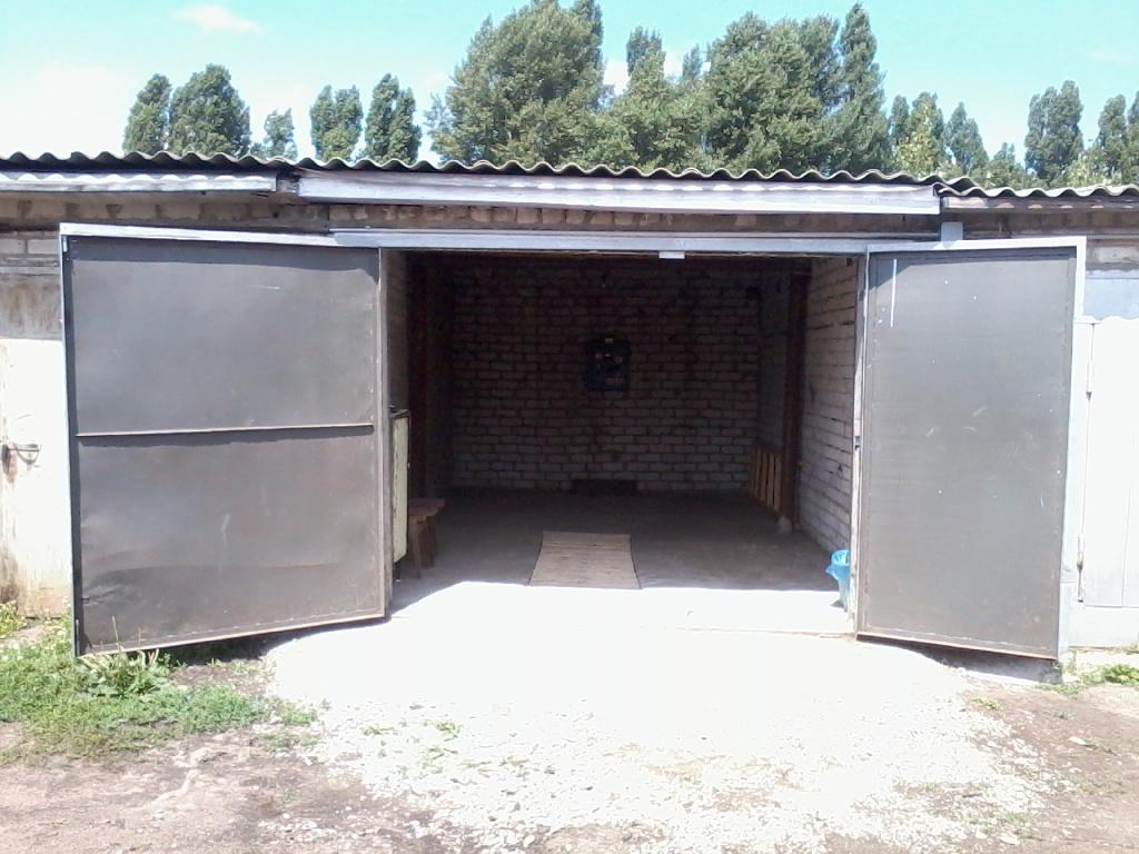 Сдам в аренду или продам капитальный ( кирпичный ) гараж  размер 6х4м который находиться в  авто - кооперативе г.Черкассы