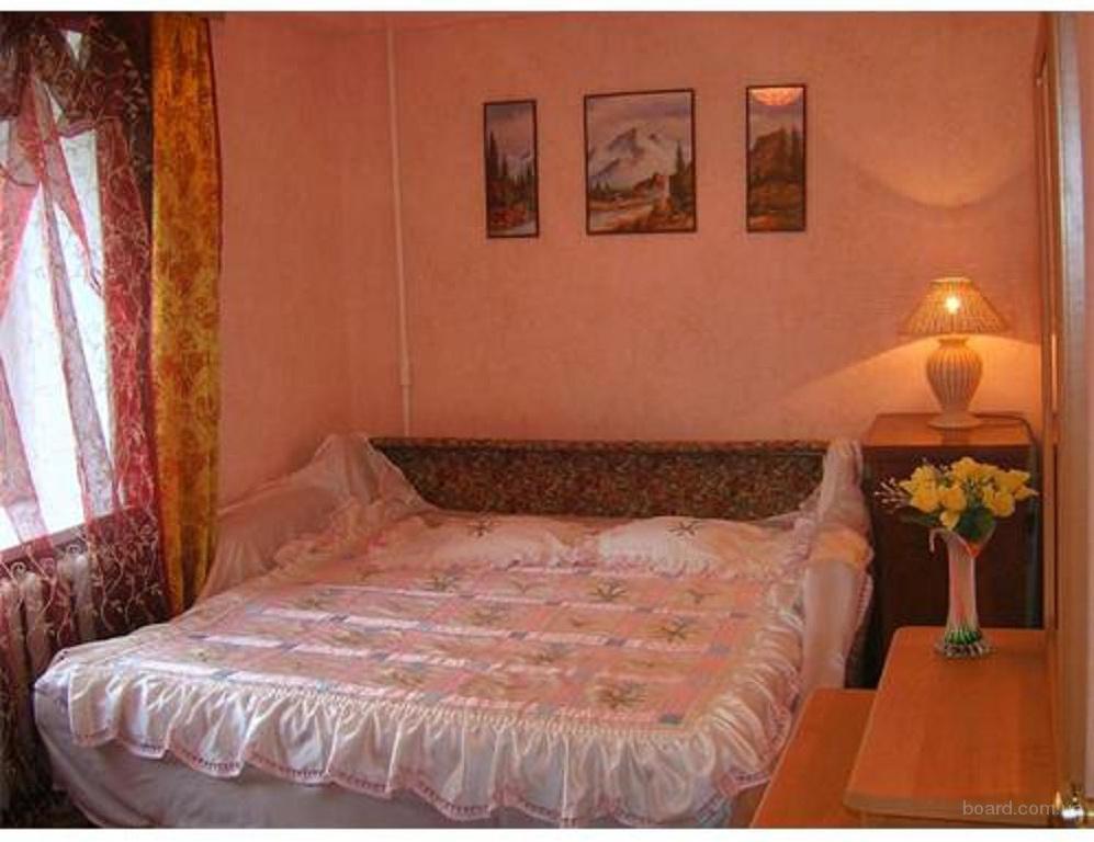 Посуточно. Центр Киева. Сдам 4-комнтаную квартиру с тремя спальнями. Бул.Л.Украинки, без комиссионных, хозяин.