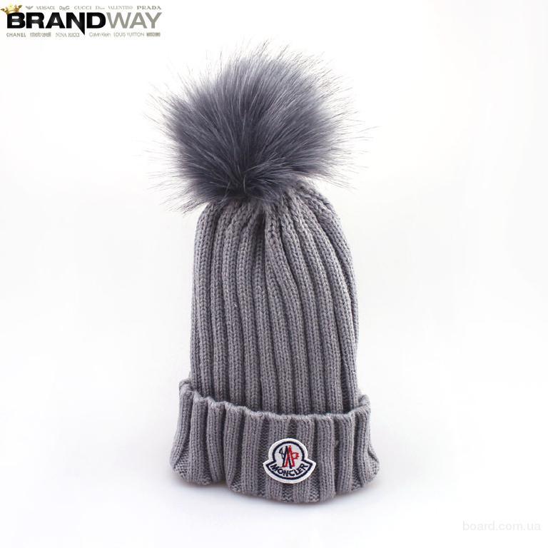 Женская шапка серого цвета Moncler