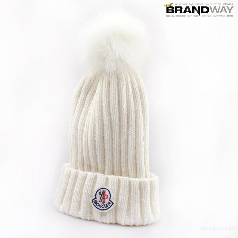 Белая шапка с баламбоном Moncler