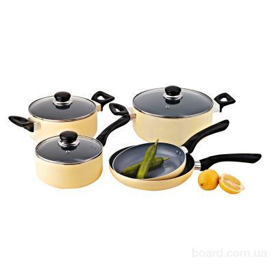 Набор посуды из восьми предметов