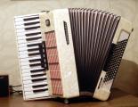 продам аккордеон Weltmeister Stella 7.8 белый-Exsclusive