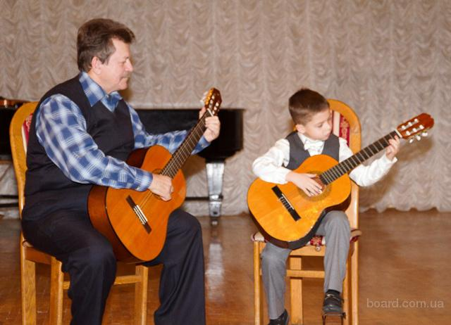 """Уроки игры на гитаре для детей. Авторские методики """"Гитара – мой друг!"""". Киев. Центр."""