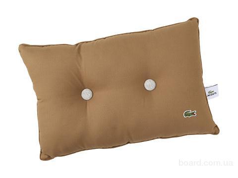Подушка  фирменная Lacoste  из США
