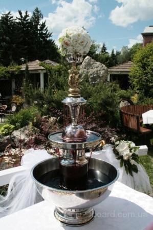 Фонтан для шампанского на свадьбу.